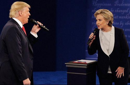 Trump, Clinton và cuộc tranh luận 'xấu xí' lần 2 - Ảnh 1