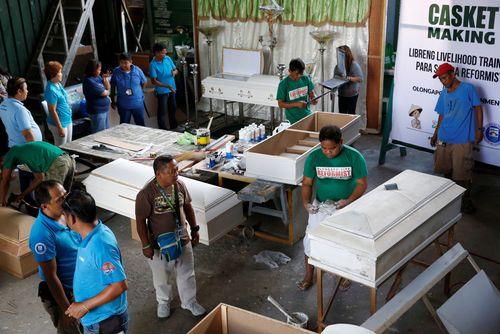 Philippines cho đóng quan tài để cai nghiện - Ảnh 1