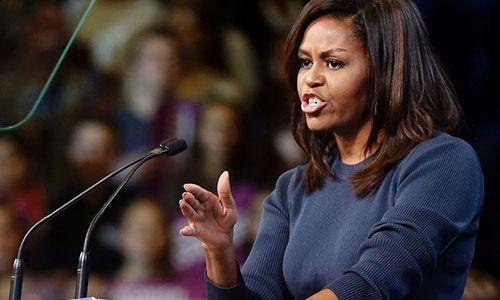 Bà Obama choáng váng việc ông Trump khoe 'thoải mái sàm sỡ phụ nữ' - Ảnh 1