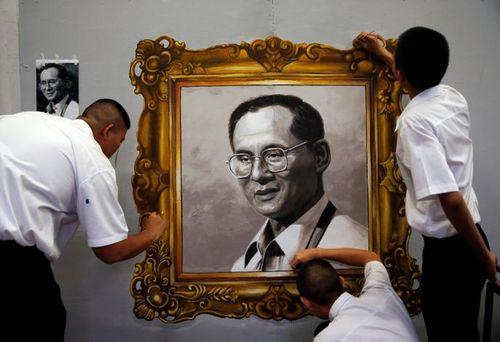 Thái Lan vẫn tổng tuyển cử theo kế hoạch trong thời gian để tang vua - Ảnh 1