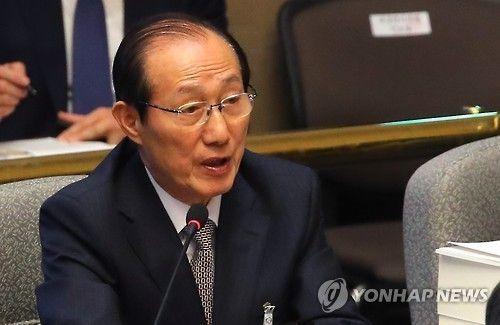 Chánh văn phòng tổng thống Hàn Quốc từ chức vì bê bối - Ảnh 1