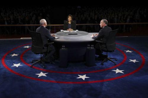 Phó tướng của Trump hạ đo ván ứng viên phó tổng thống của Clinton - Ảnh 1