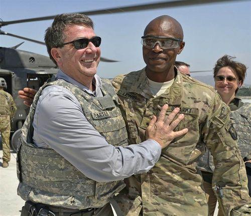 Tướng Mỹ lấy tiền công đi xem múa thoát y - Ảnh 1