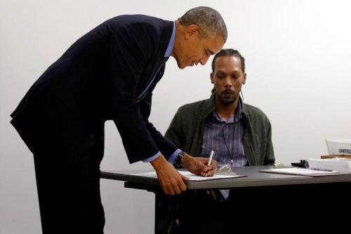 Barack Obama đi bỏ phiếu bầu cử bầu cử Tổng thống Mỹ 2016 sớm - Ảnh 1