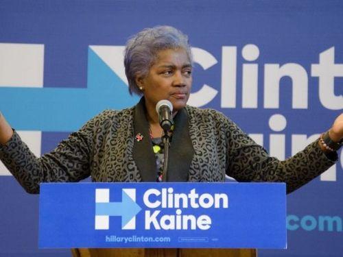 Hillary Clinton bị nghi nhận được các câu hỏi trước khi tranh luận - Ảnh 1