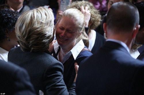 Hillary Clinton xúc động thừa nhận thất bại   - Ảnh 2