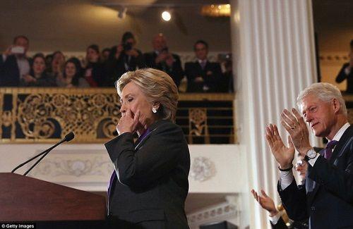 Hillary Clinton xúc động thừa nhận thất bại   - Ảnh 1