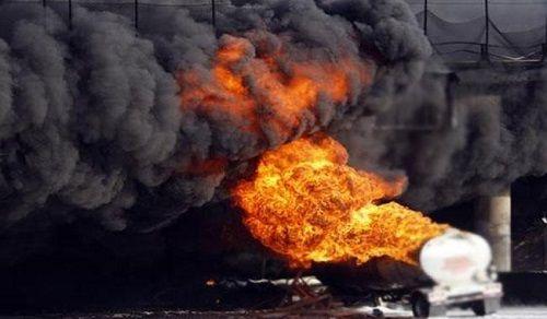 Nổ kinh hoàng xe chở nhiên liệu, ít nhất 73 người thiệt mạng - Ảnh 1