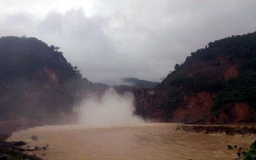 Thủy điện Hố Hô tăng lưu lượng xả tràn khi nước lũ lên nhanh - Ảnh 1