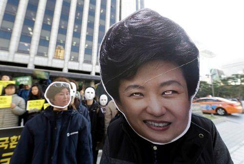 Hàng loạt nghị sĩ Hàn Quốc kêu gọi Tổng thống Park từ chức - Ảnh 2