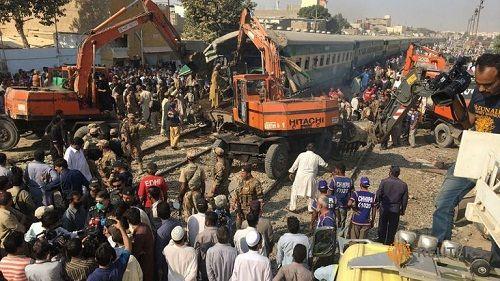 Tai nạn tàu hỏa kinh hoàng ở Pakistan, 56 người thương vong - Ảnh 1