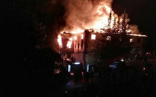Cháy ký túc xá ở Thổ Nhĩ Kỳ, 12 học sinh thiệt mạng - Ảnh 1