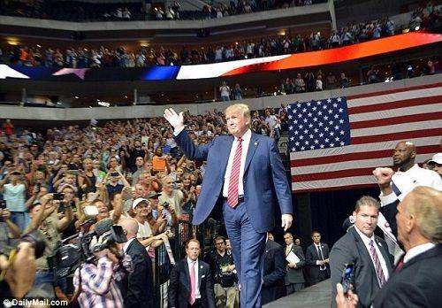 Vé dự lễ nhậm chức của Tổng thống đắc cử Trump lên tới 1 triệu USD - Ảnh 1