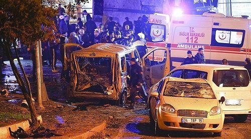 Thổ Nhĩ Kỳ: Đánh bom kép gần sân vận động, ít nhất 189 người thương vong - Ảnh 1