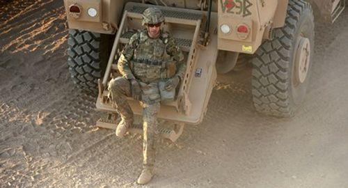 Mỹ gửi thêm 200 binh sĩ tới Syria tấn công thành trì IS - Ảnh 1