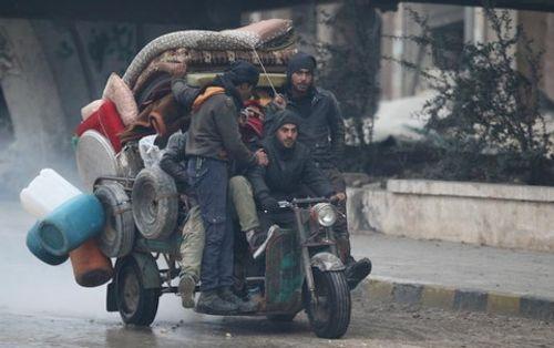 Nga đưa 50.000 thường dân ra khỏi Đông Aleppo trong 48 giờ - Ảnh 1