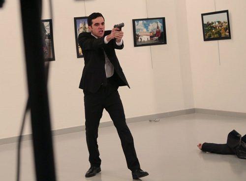 Nhân chứng kể lại khoảnh khắc kinh hoàng khi đại sứ Nga bị bắn ở Thổ Nhĩ Kỳ - Ảnh 1