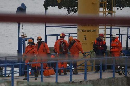 3.000 người tìm thi thể nạn nhân máy bay Nga rơi ở Biển Đen - Ảnh 1