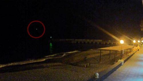 Hình ảnh nghi có thể của máy bay Nga trước khi rơi xuống Biển Đen - Ảnh 1