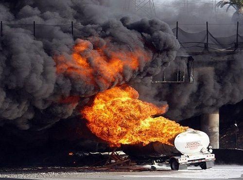 Nigeria: Nổ xe bồn chở xăng khiến 14 người thiệt mạng - Ảnh 1
