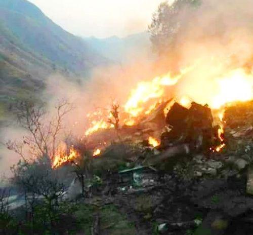 Máy bay rơi ở Pakistan, tất cả 48 người thiệt mạng - Ảnh 1