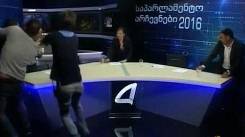 """Ứng viên quốc hội Georgia """"choảng"""" nhau trên sóng truyền hình trực tiếp - Ảnh 1"""