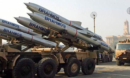 Ấn Độ đưa 100 tên lửa siêu thanh tới sát khu vực biên giới với Trung Quốc - Ảnh 1