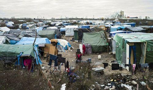 Tình nguyện viên bị cáo buộc lạm dụng tình dục trẻ di cư tại Pháp - Ảnh 1