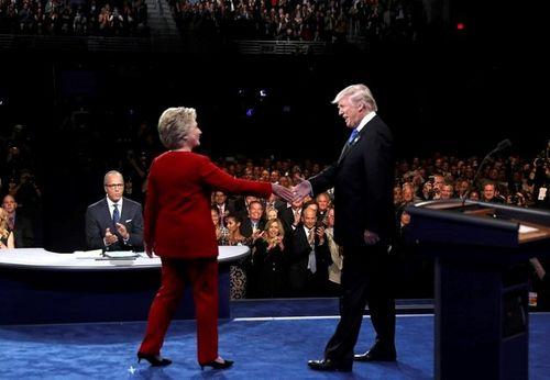 Hillary Clinton và Donald Trump bắt đầu tranh luận trực tiếp - Ảnh 6