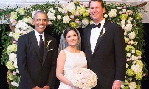 Tổng thống Barack Obama làm phù rể cho trợ lý - Ảnh 1