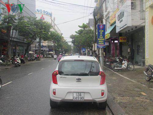 Đà Nẵng giảm ùn tắc giao thông nhờ cấm đỗ xe ngày chẵn, ngày lẻ - Ảnh 2