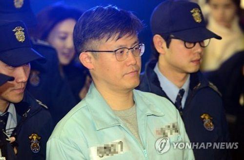 Cựu trợ lý Tổng thống Hàn Quốc thừa nhận tiết lộ thông tin mật cho Choi Soon-sil - Ảnh 1