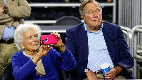 """Vợ chồng cựu Tổng thống Bush """"cha"""" cùng nhập viện - Ảnh 1"""