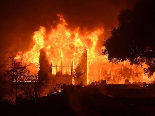"""Cháy rừng """"như tấn công hạt nhân"""" tại California, ít nhất 21 người thiệt mạng - Ảnh 1"""