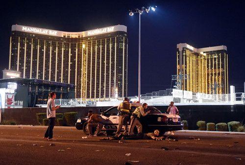 Hiện trường kinh hoàng vụ xả súng làm ít nhất 250 người thương vong ở Las Vegas - Ảnh 7
