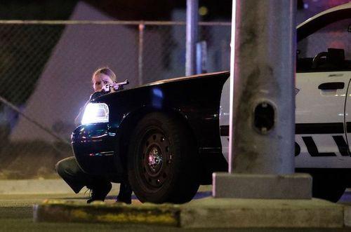 Hiện trường kinh hoàng vụ xả súng làm ít nhất 250 người thương vong ở Las Vegas - Ảnh 10