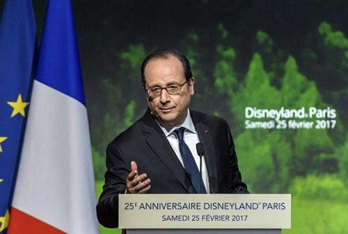 Súng cảnh sát bị cướp cò khi bảo vệ tổng thống Pháp làm 2 người bị thương - Ảnh 1