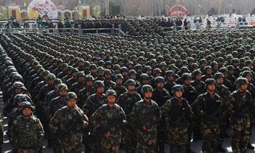 Trung Quốc: 10.000 cảnh sát vũ trang chống khủng bố diễu hành tại Tân Cương - Ảnh 1