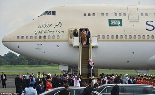 Vua Ả rập Xê út mang theo 1.500 người, 500 tấn hành lý trong chuyến thăm châu Á - Ảnh 3