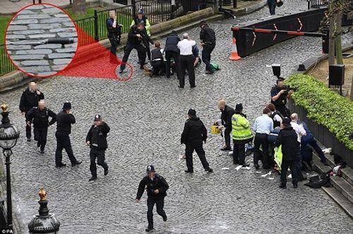 Hiện trường hỗn loạn vụ tấn công 'khủng bố' London - Ảnh 1
