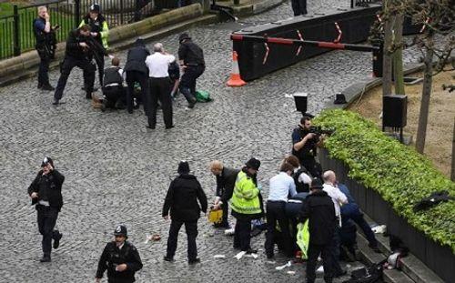 Hiện trường hỗn loạn vụ tấn công 'khủng bố' London - Ảnh 10