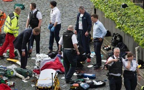Hiện trường hỗn loạn vụ tấn công 'khủng bố' London - Ảnh 8