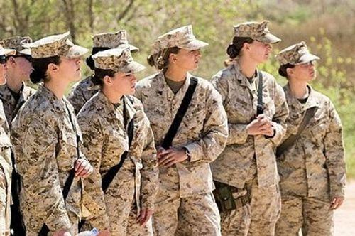 Nóng: Mỹ điều tra nữ quân nhân Thủy quân Lục chiến Mỹ bị đăng ảnh nóng - Ảnh 1