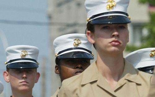 """Lính Mỹ tiếp tục đăng ảnh """"nóng"""" nữ quân nhân, thách thức điều tra - Ảnh 1"""
