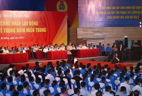Thủ tướng đối thoại với công nhân lao động miền Trung - Ảnh 2