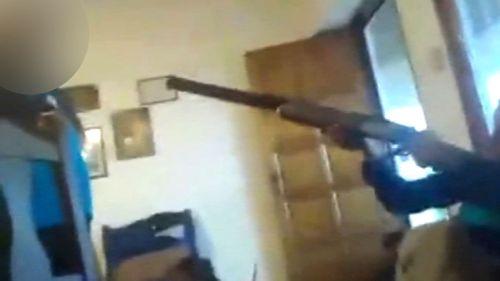 Bé trai 13 tuổi bắn chết bạn bằng súng săn khi đang phát trực tiếp trên Facebook - Ảnh 1