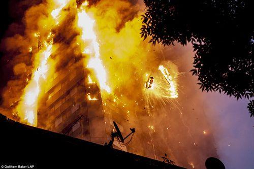 Xả nước ngập phòng, cả gia đình thoát chết trong vụ cháy tòa tháp 24 tầng tại London - Ảnh 2