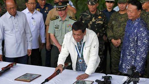 Trung Quốc gửi tặng hàng nghìn khẩu súng cho Philippines - Ảnh 2