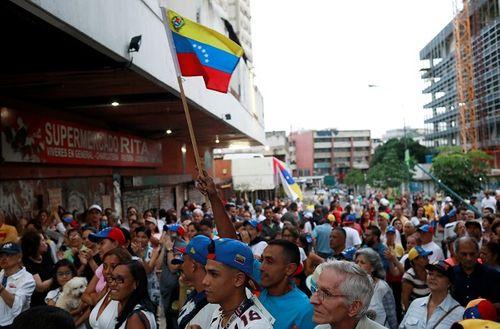 Bỏ phiếu phản đối tổng thống ở Venezuela, 5 người thương vong - Ảnh 1