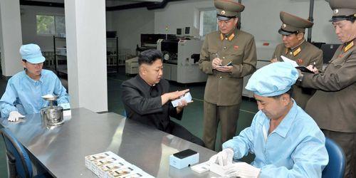 Mỹ thả 25 triệu iPhone xuống Triều Tiên để giảm căng thẳng? - Ảnh 1